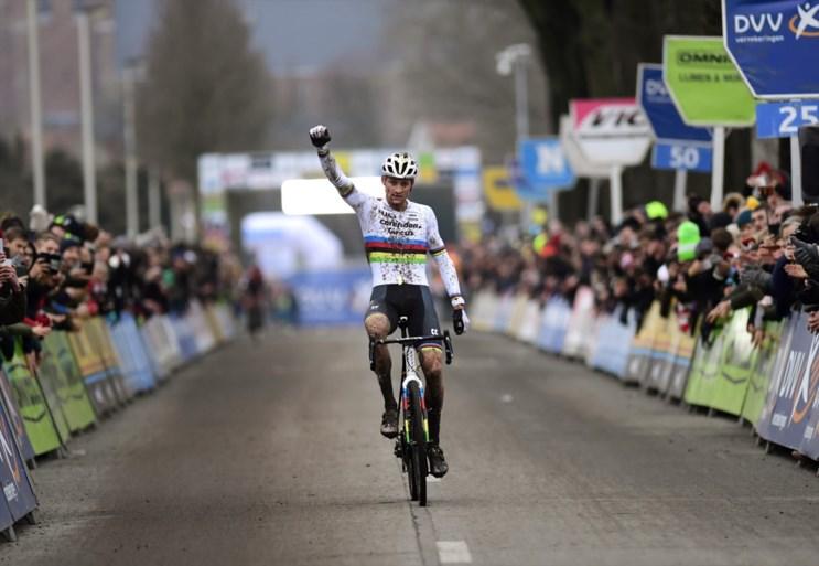 """REACTIES. Wout van Aert en Mathieu van der Poel verbaasden zichzelf in Loenhout, Eli Iserbyt reed """"het stront uit zijn gat"""""""