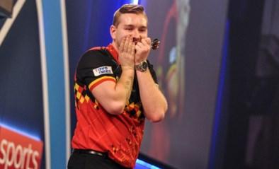 Geen nieuwe stunt voor Dimitri Van den Bergh op het WK darts, titelverdediger Michael van Gerwen naar halve finales