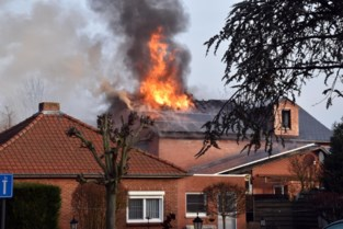 Asbestgevaar bij uitslaande brand tweewoonst in Pelt