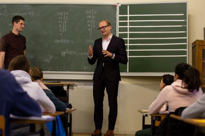 """Minister Weyts wil meer herexamens in secundair onderwijs in strijd tegen """"zesjescultuur"""""""