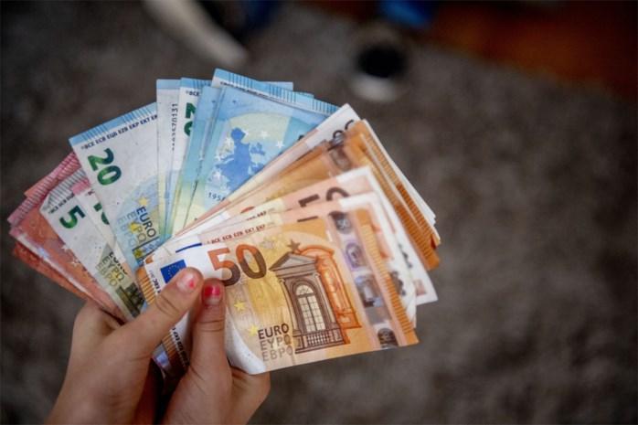 Uw portemonnee zal de jaarwisseling voelen: van dienstencheques tot 'bevroren' kinderbijslag en bankkosten