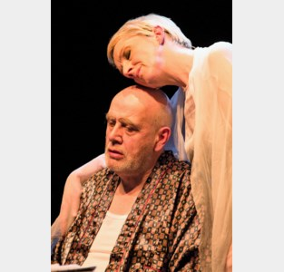 Fakkeltheater serveert 'Vergeet mij niet' met Carry Goossens in een glansrol