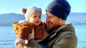 Harry en Meghan delen nieuwjaarswens met nooit eerder vertoonde beelden van baby Archie
