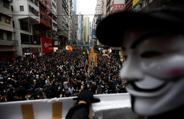 Ook op nieuwjaarsdag: duizenden betogers opgepakt bij brutaal politieoptreden in Hongkong