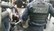 Parijse politie jaagt betogers met traangas weg van partijhoofdkwartier van president Macron