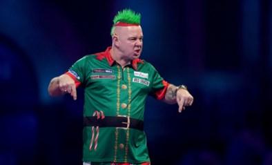 """Het aparte verhaal achter de excentrieke wereldkampioen darts, de man die 10 jaar stopte: """"Ik sta om 5u op voor mijn haar"""""""