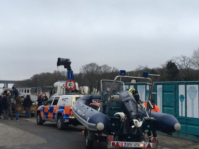 """Wie zag Frederik? Jongeman (21) uit Vilvoorde vermist na nieuwjaarsfeestje, zoekactie vrijdag voortgezet: """"We moeten noodgedwongen meer en meer naar het kanaal kijken"""""""
