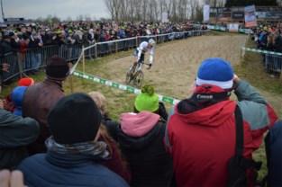 """7.500 (!) wielerfans vuren Mathieu van der Poel en Wout van Aert aan: """"Volgend jaar hopelijk nog meer toppers aan de start"""""""