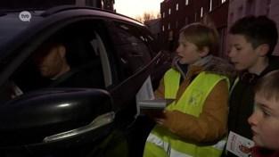 VIDEO. Leerlingen tikken foutparkeerders op de vingers in Waasmunster