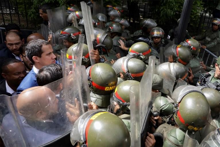 Dissident oppositielid roept zichzelf uit tot parlementsvoorzitter Venezuela terwijl Guaido buitengehouden wordt