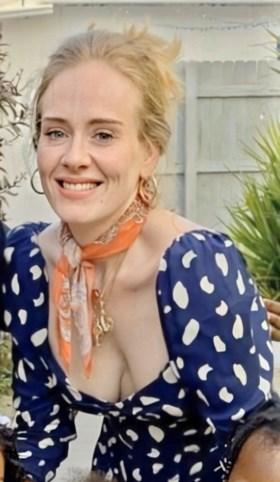 Fans maken zich zorgen na strandfoto's van fel vermagerde Adele