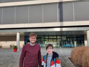 Max (12) uit Vossem presenteert creatieve klimaat-ideeën aan gemeentebestuur