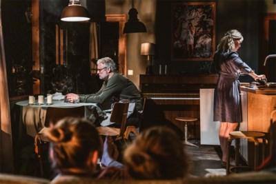 """Experts niet te spreken over scène in theaterstuk 'Familie': """"Voor wie twijfelt over zelfdoding, kan dit het laatste duwtje zijn"""""""