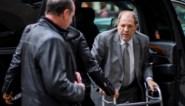 Rechter dreigt Harvey Weinstein op te sluiten nadat hij hem betrapt met zijn smartphone