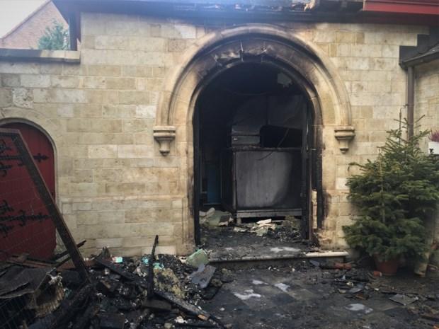 """Brandstichters kerststalletje blijken vandalen van 11 en 12 jaar: """"We zijn al opgelucht dat het niet om een aanslag ging"""""""
