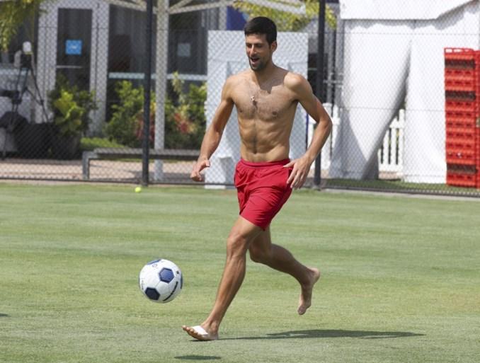 Schwalbe! Djokovic kent ook als voetballer de truken van de foor