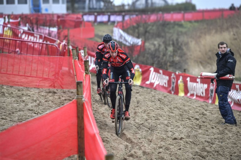 """Eerste renners verkennen het parcours van het BK veldrijden: """"Veel lastiger dan de Scheldecross"""""""