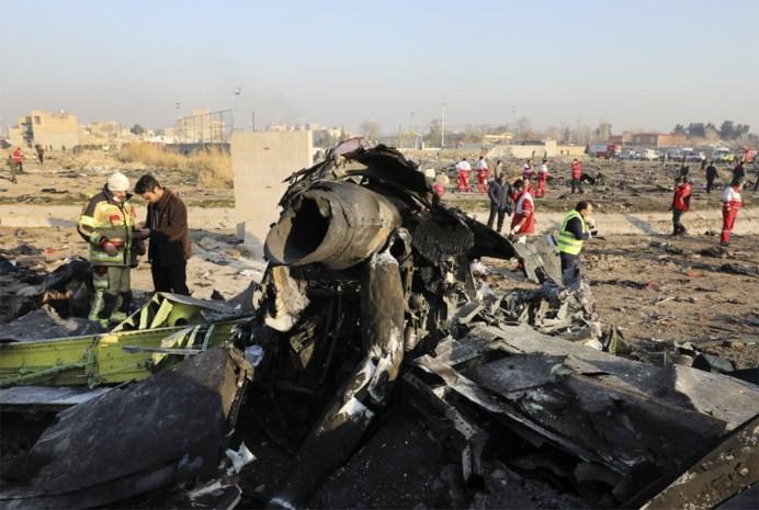 """Getuige verklaart over crash van passagiersvliegtuig in Iran: """"De lichaamsdelen lagen overal"""""""
