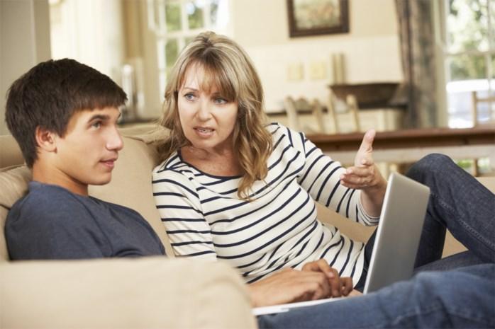"""""""Mijn puberzoon reageert zo onbeschoft als ik iets vraag"""": onze opvoedingsdeskundige geeft advies"""