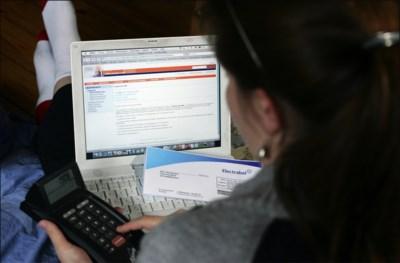 """Bijna alle banken verhogen tarieven op 1 januari; """"Wie niet digitaal bankiert, betaalt de rekening"""""""