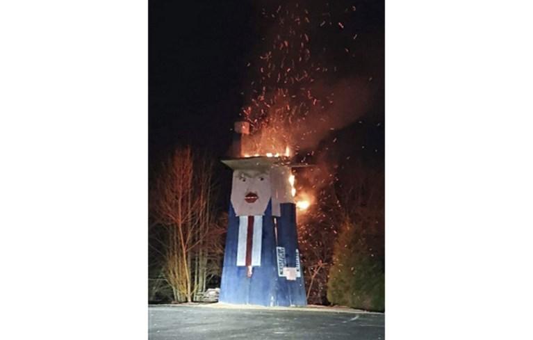 Standbeeld van Trump in Slovenië gaat in vlammen op