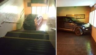 Bestuurder dondert met Range Rover van de trap aan station Lichtervelde