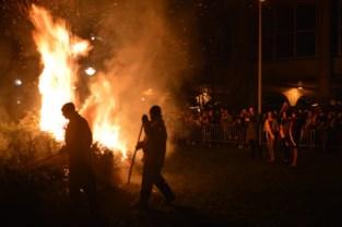 """Nog maar twee gemeenten houden vast aan kerstboomverbranding: """"Eén avondje van warmte in deze koude dagen, dat gaan we niet afschaffen"""""""