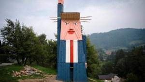 Houten standbeeld van Trump in Slovenië gaat in vlammen op
