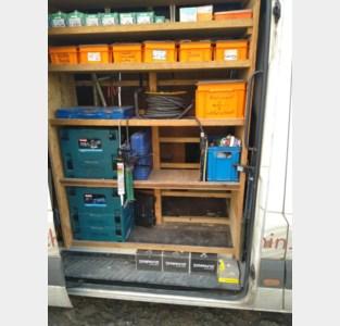 Dieven breken bestelwagen open en grissen meest waardevolle gereedschap mee