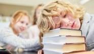 """Verontwaardiging over 'dutjestaks' voor kleuters die op school slapen: """"Jaag werkende ouders maar op kosten"""""""