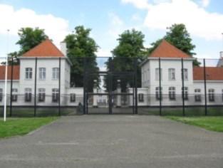 Gedetineerde ontsnapt uit gevangenis Wortel: man ontkomt via gat in celmuur