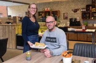 Broodjesbar viert verjaardag en verhuist