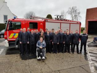 """Laurens (24) bedankt brandweer voor hulp bij zwaar ongeval: """"Hadden dat nog nooit meegemaakt, maar voor mij was het evident"""""""