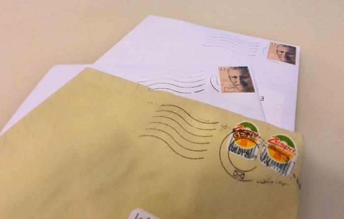 Wij deden de test: zo vaak komt een brief met een kiwi-sticker (op tijd) aan