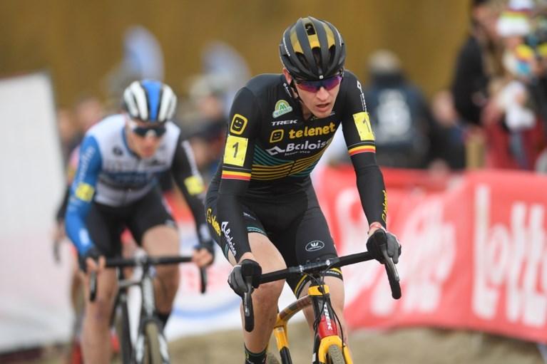 """Laurens Sweeck in tranen na Belgische titel: """"Deze was voor mijn grootvader, ik ben ploegmakkers enorm dankbaar"""""""
