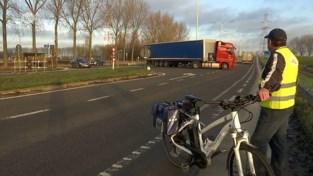 VIDEO. Vrachtwagenchauffeurs negeren omleiding N450, extra controles op komst
