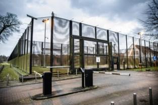 Camera's, versterkte muur én hek onder stroom: toch kon gevangene dankzij zijn lakens ontsnappen