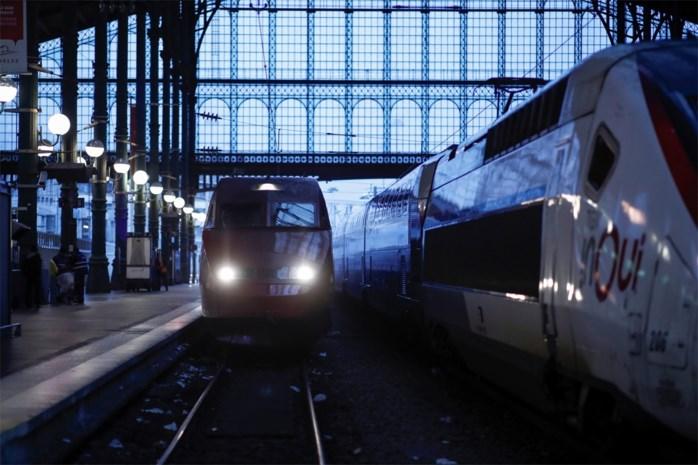 """Opmerkelijk rapport: """"Trein in plaats van vliegtuig heeft op lange termijn geen effect op uitstoot"""""""