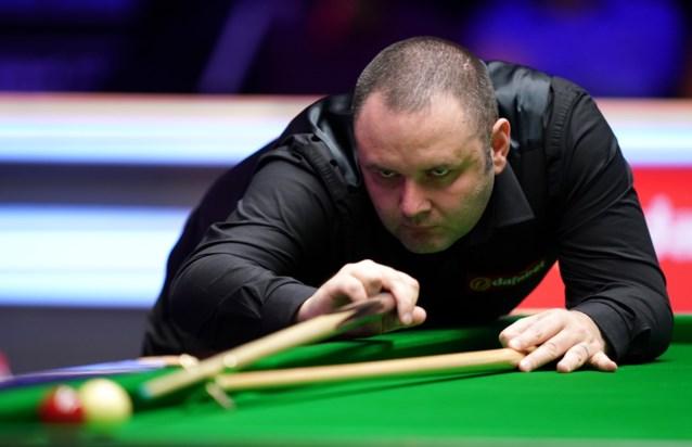 Maguire klopt Robertson in Masters snooker, maar valt vooral op met onmogelijk shot