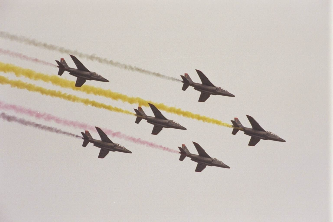Laatste Alpha Jet-trainingsvliegtuigen van Defensie landen in Bevekom