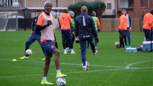 Didier Lamkel Zé moet als straf apart lopen, Dieumerci Mbokani maakt Ava Dongo wegwijs
