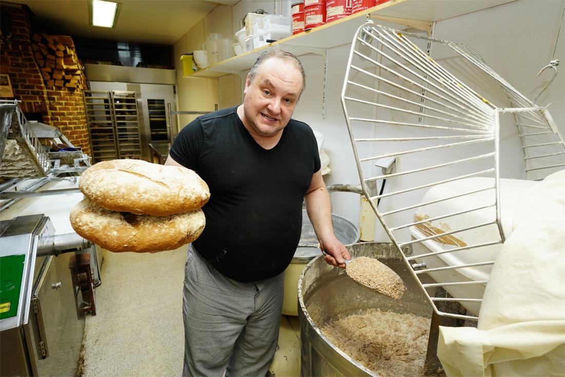 Elke dag kraakvers brood met deeg van bijna 100 jaar oud