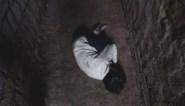 Buren horen gegil uit 'horrorhuis', politie ontdekt aan bed vastgeketend meisje (5)