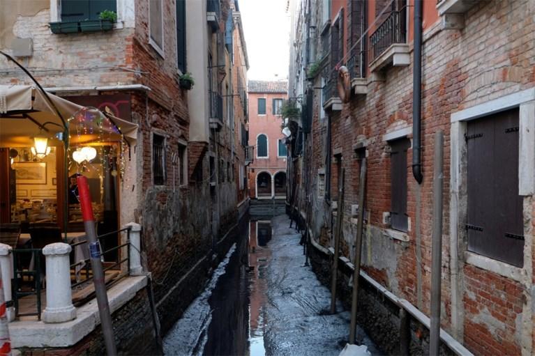 Na de overstromingen, de droogte: Venetiaanse kanalen lopen leeg
