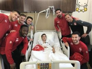 """Spelers KV Kortrijk bezoeken kinderen in AZ Groeninge: """"Ik ben supporter van alle spelers"""""""