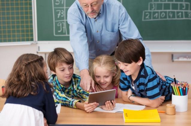 Opgebrand op zucht van pensioen: oudere leerkrachten dubbel zoveel dagen thuis door ziekte als gemiddeld