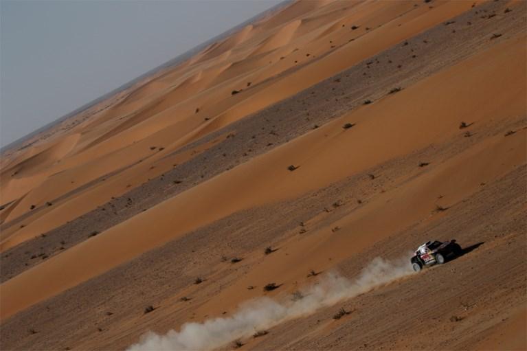 VIDEO. Fernando Alonso maakt spectaculaire tuimeling in Dakar.... en rijdt gewoon weer door (zonder voorruit)