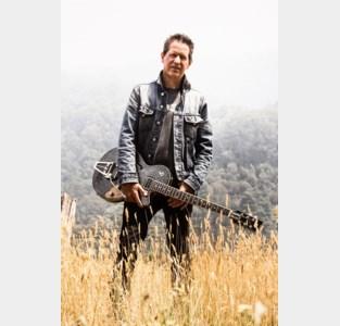 """Meetjeslandse Australiër Christ draagt steentje bij ter bestrijding van bosbranden: """"Wie geld stort, kan mijn liedje beluisteren"""""""
