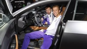 Eén dag na de paleisrevolutie: Anderlecht-spelers bezoeken autosalon