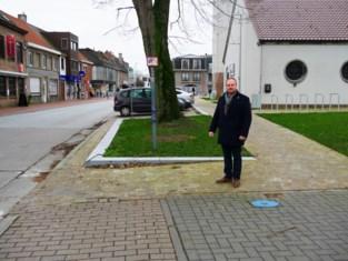 Nu loopt fietspad dood op 'vrijheidsboom', straks ommetje rijden langs de kerk
